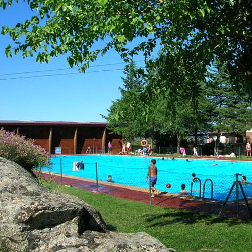 Casas de angela alojamientos rurales casa rural madrid for Restaurantes con piscina en la sierra de madrid